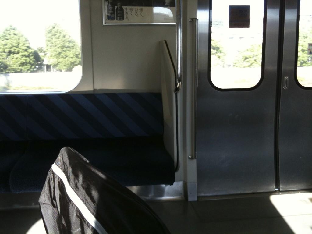 電車の車内にて