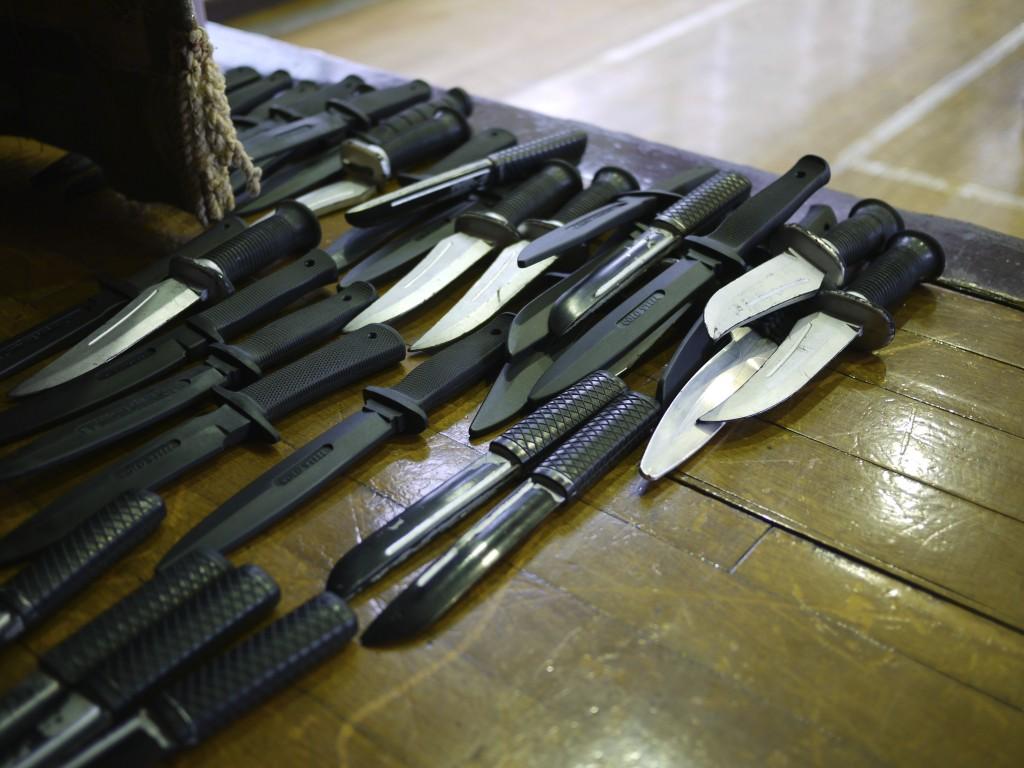 武器で襲われる可能性を想定