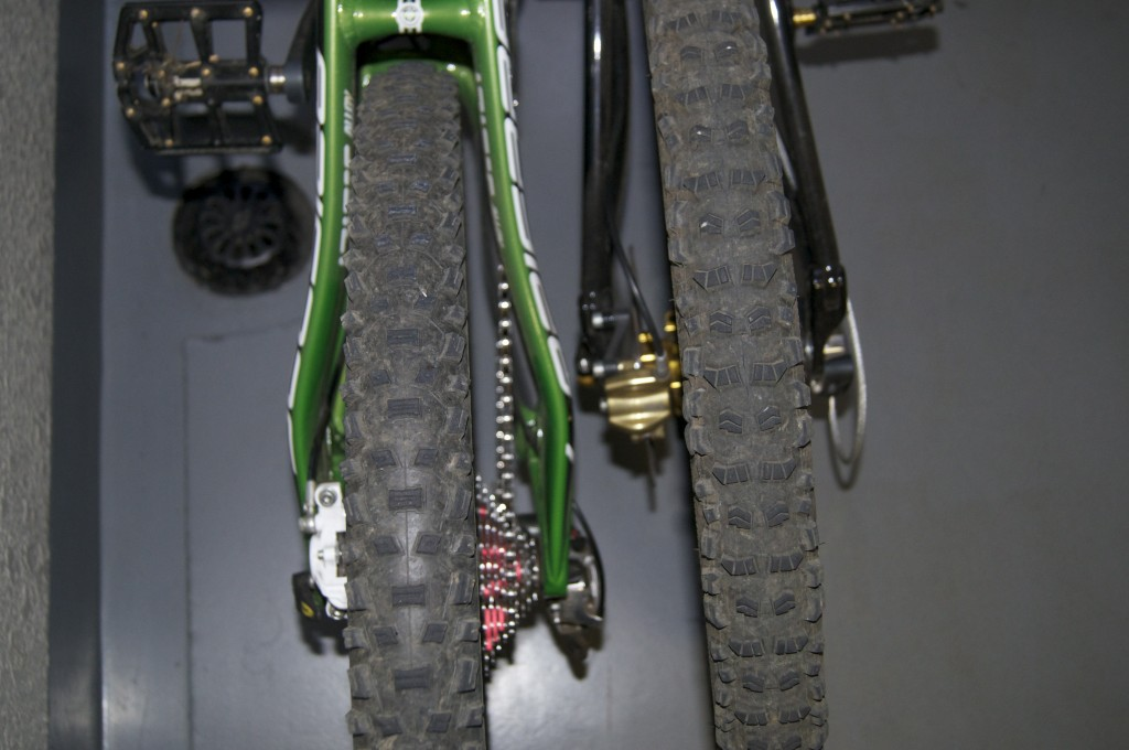 Schwalbe Nobby Nic 2.25 Tubeless & Continental Rubber Queen 2.2 UST