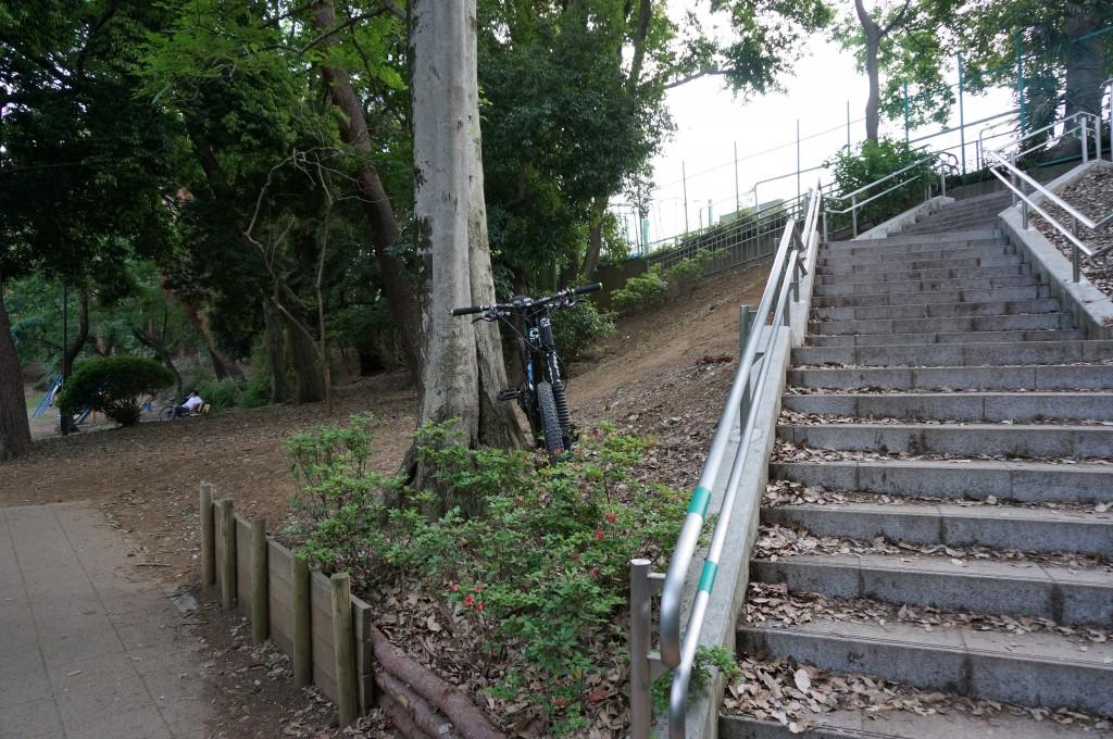 御供米橋につながる階段の下流側