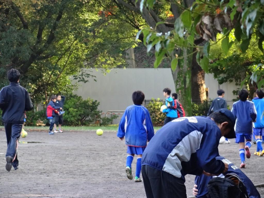 朝からサッカーでした。