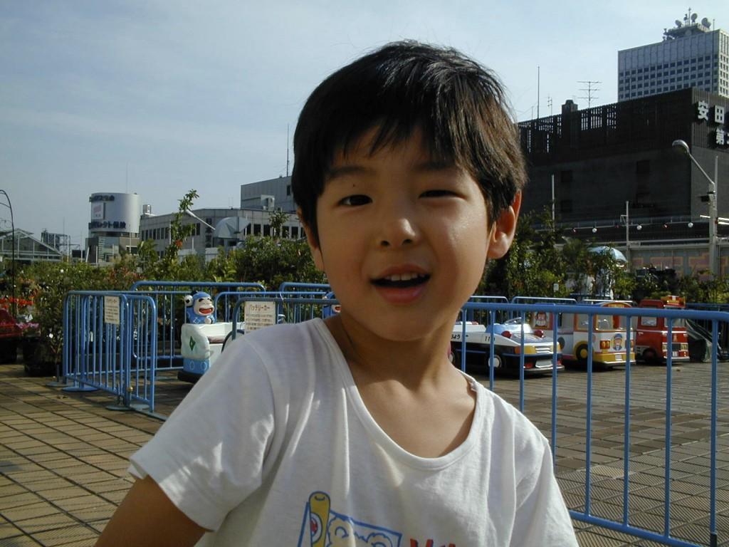 長男3歳のとき。某百貨店の屋上で。