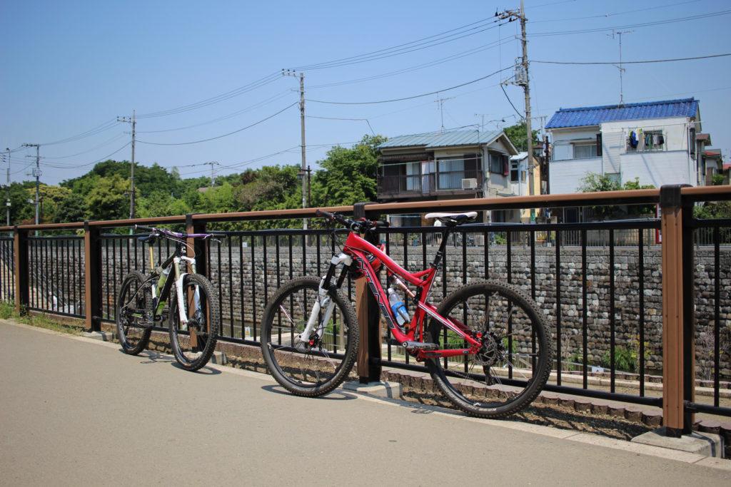 M山行き待機中の2台