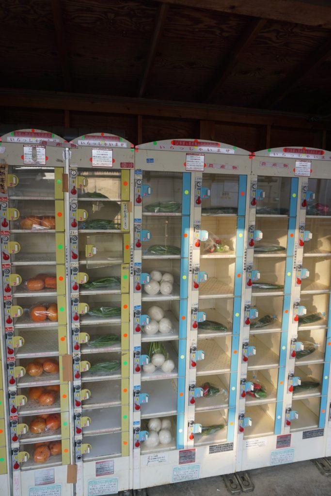 調布市にある野菜直売自販機