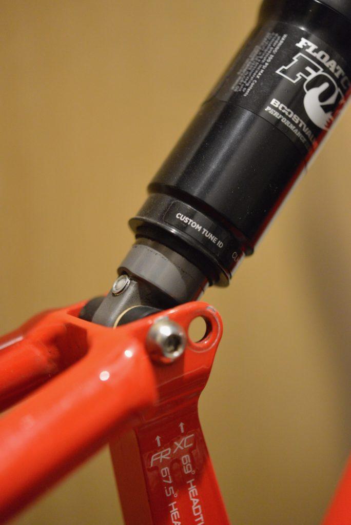 ストロークもあと3mmほど残っている状態での接触です