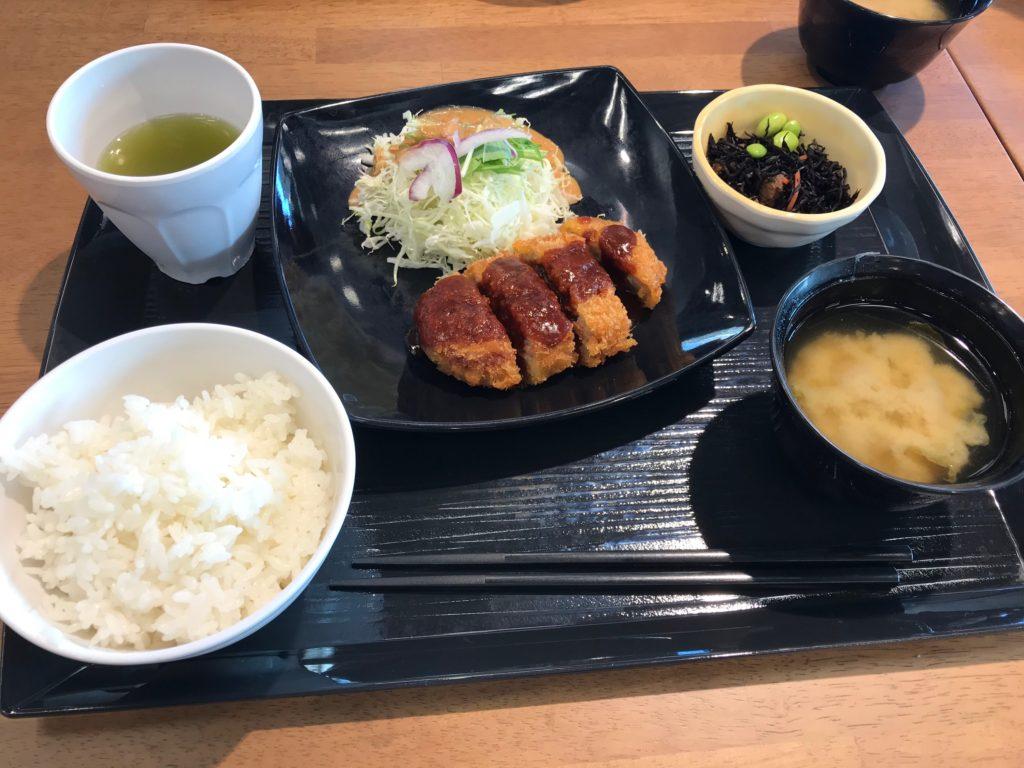 伊達赤豚メンチカツセット+小鉢
