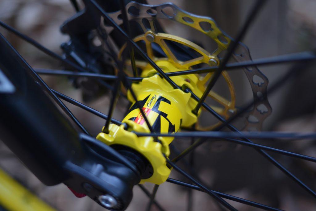 ハブも黄色