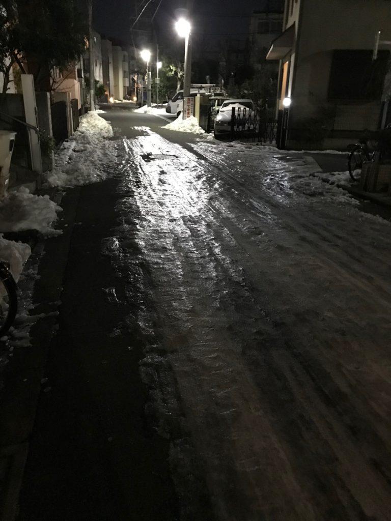 一般の車道も凍結