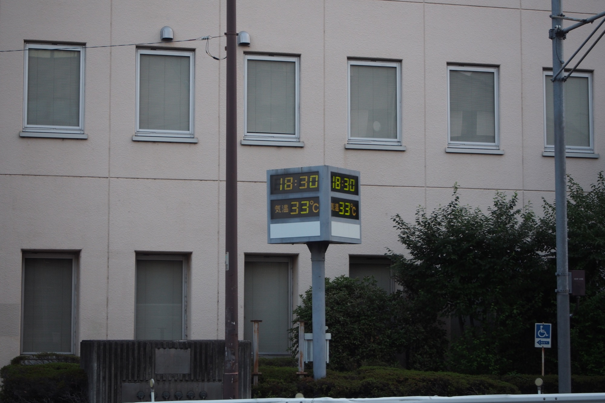 18:30時点でも33度