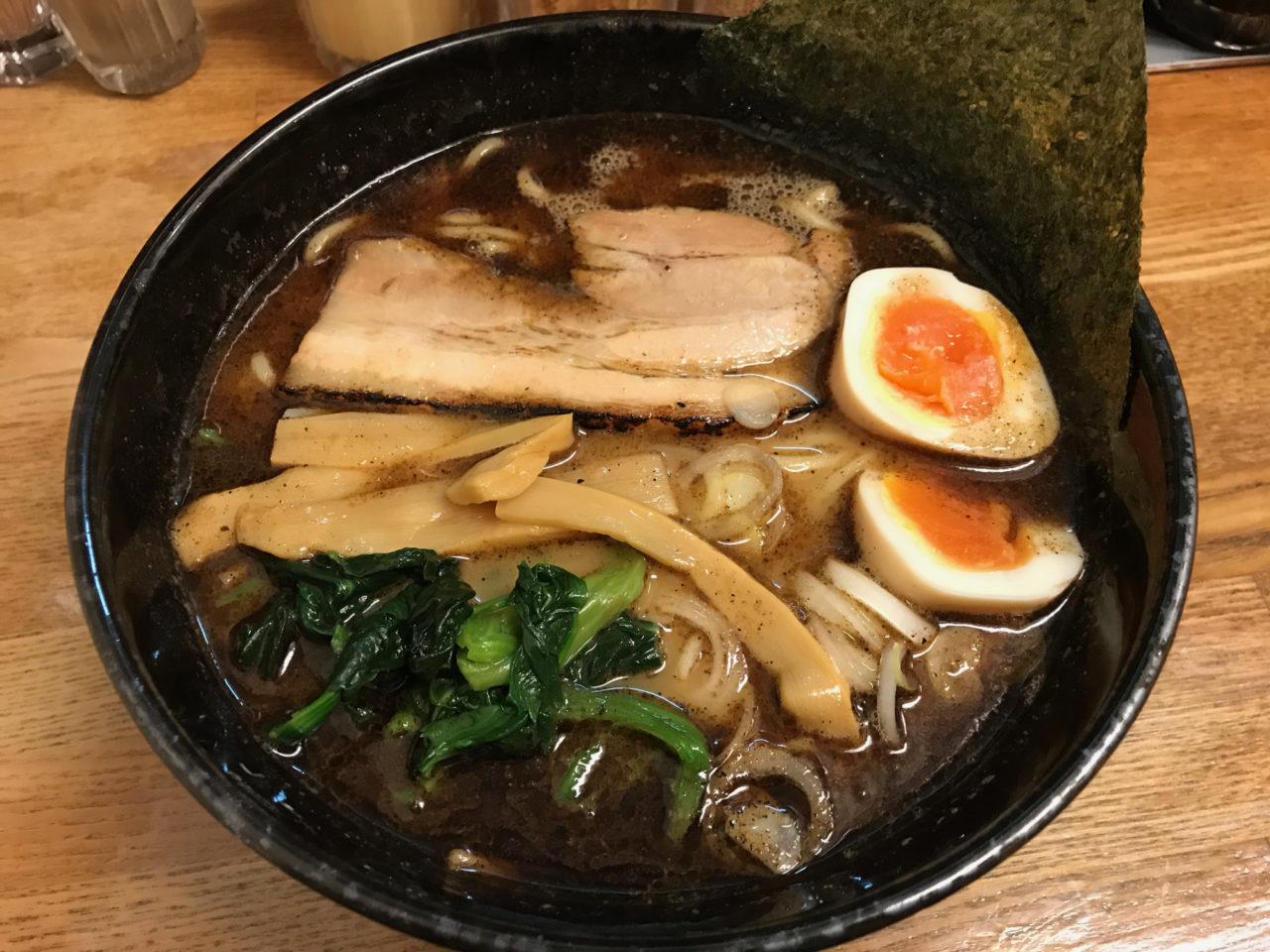 麺屋 黒琥 (豊洲)の黒琥ラーメン + 半熟卵