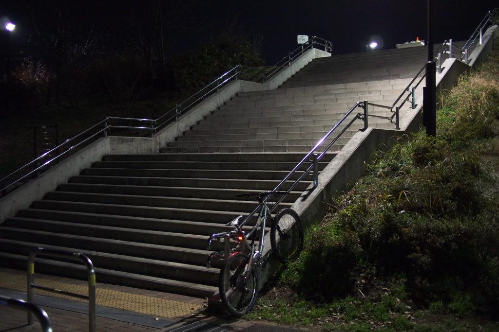 久々に下ってみた階段