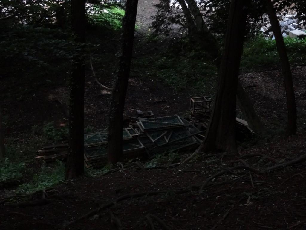 古い小屋は壊されました