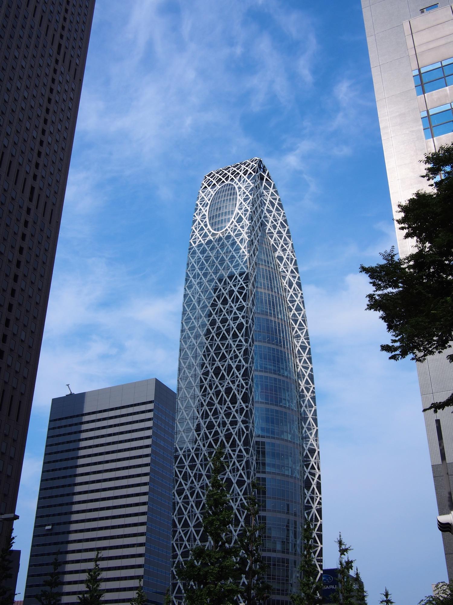不思議な構造のビル