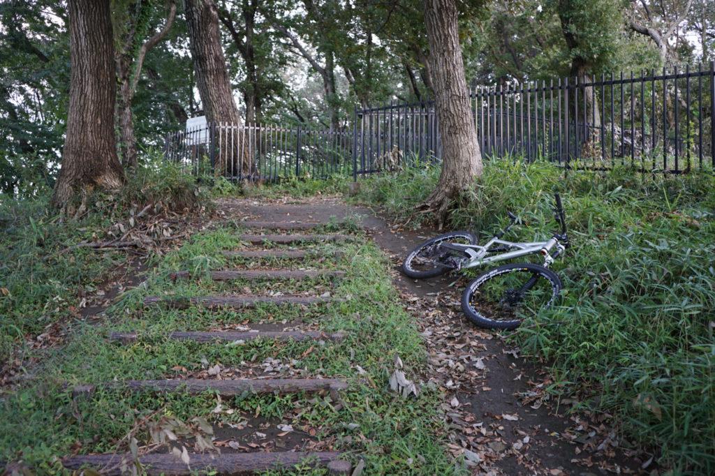 SB公園出口で前輪が滑って脳天着地