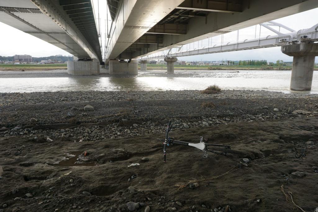 多摩川に下りる