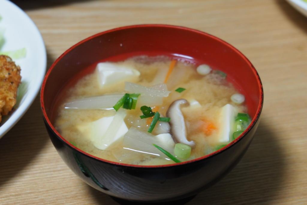 野菜と豆腐の味噌汁